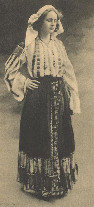 princesa-elisabeta-in-costum-popular-romania-mare